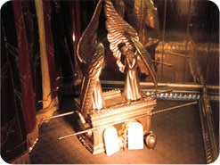 6. 至聖所の中には、どのような特別な物がありましたか?