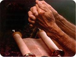15. パウロは、どの霊の賜物を熱心に求めなさい、と強調していますか?