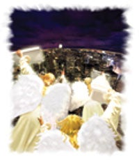 上帝用天使象征末后的三重信息。
