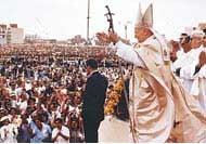 A pápa hallatlanul népszerű vezető a világpolitika színpadán.